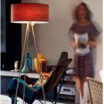 Stojací lampy do obývacího pokoje jako příjemný i praktický pomocník